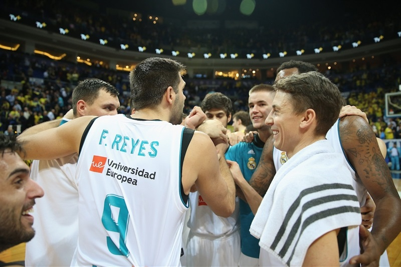Real Madrid celebrates - EB17