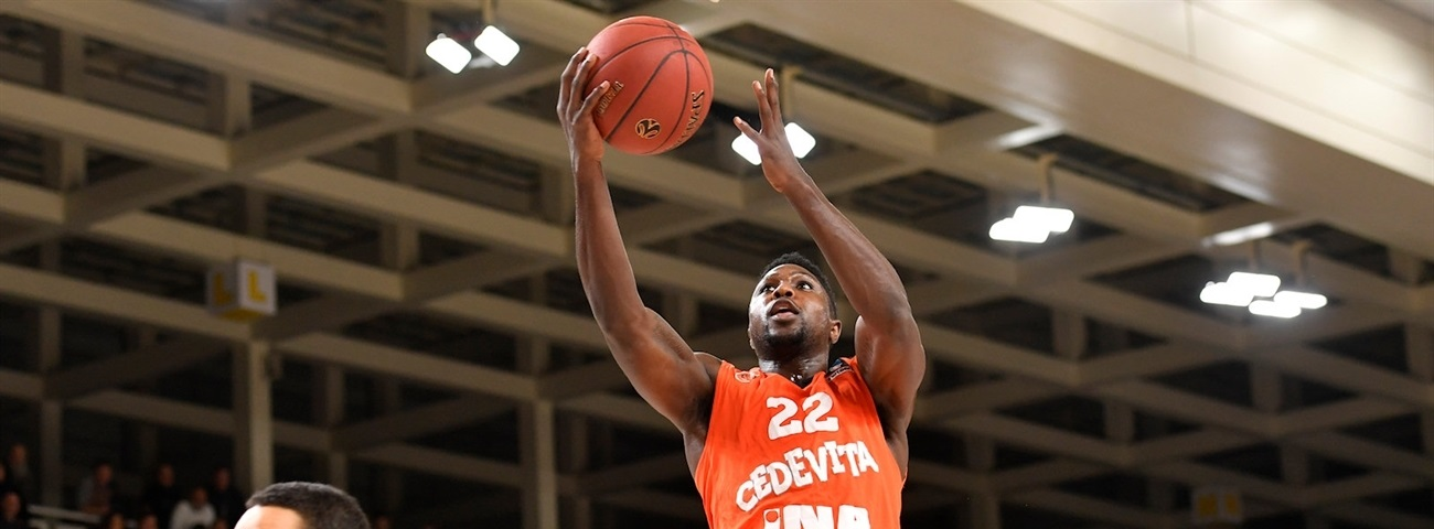 Olympiacos keeps experienced guard Cherry