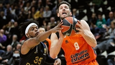 Valencia re-signs playmaker Van Rossom