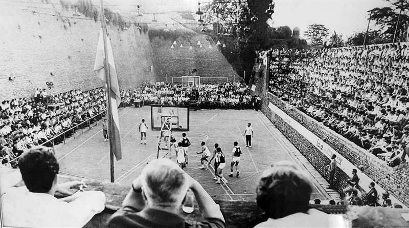 The stands of Kalemegdan packed to follow basketball (Photo: Crvena Zvezda)