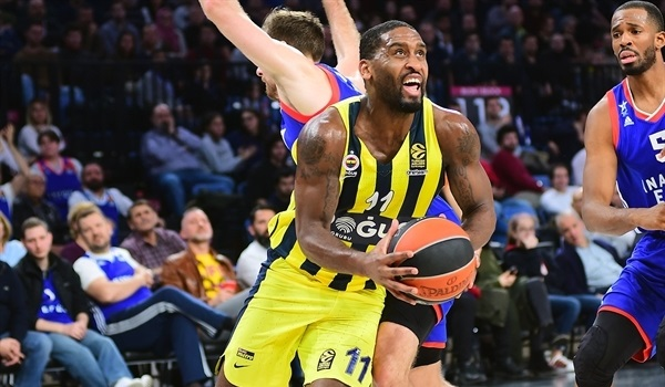 RS Round 19 report: Wanamaker shines, Fener downs Efes