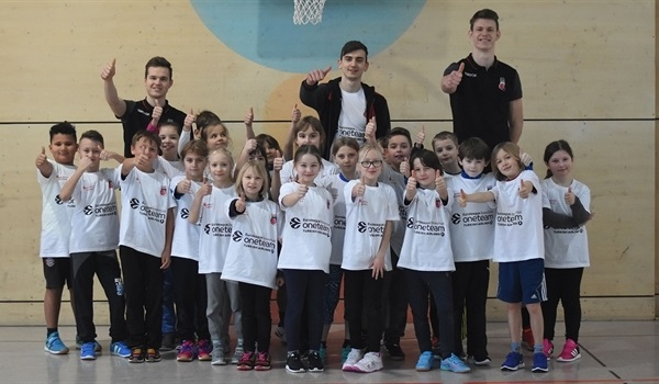 Young Brose star Taras makes One Team visit