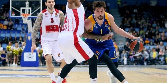Shved sets single-season record for threes