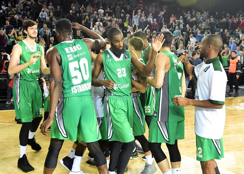 Players Darussafaka Istanbul celebrates (photo Darussafaka) - EC17