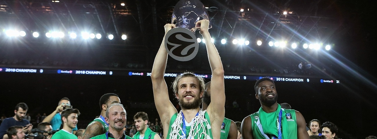 Club hero Ozdemiroglu leads Darussafaka to first win