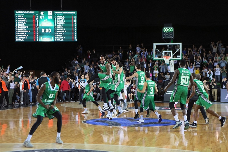 players celebrating - Darussafaka Istanbul Champ EuroCup 2017-18 - EuroCup Finals 2018 - EC17