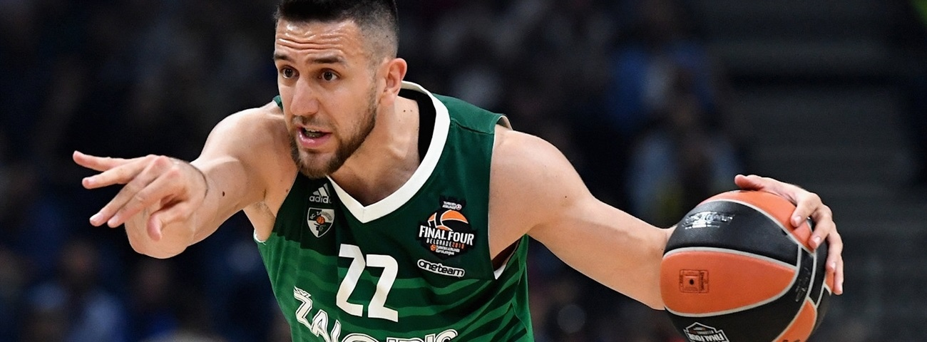Efes lands playmaker Micic