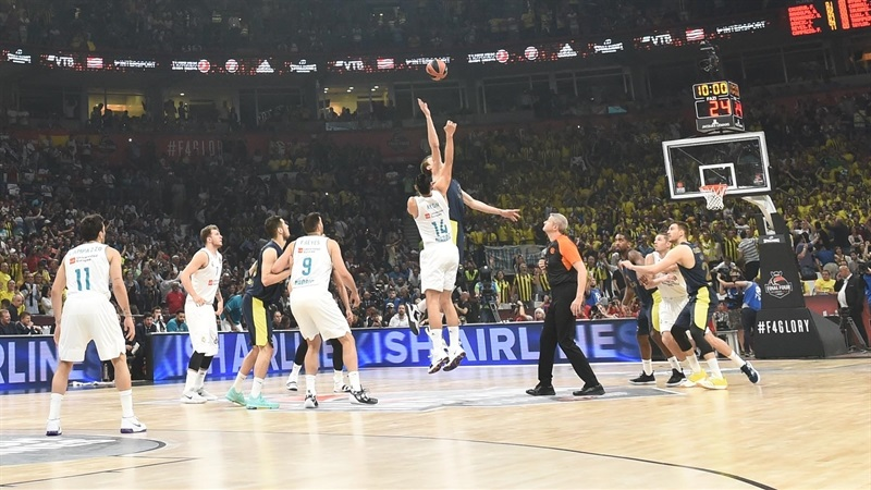 Tip Off Real Madrid vs. Fenerbahce Dogus Istanbul - Belgrade 2018 - EB18