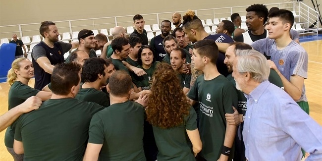 Panathinaikos opens practice to special One Team visitors