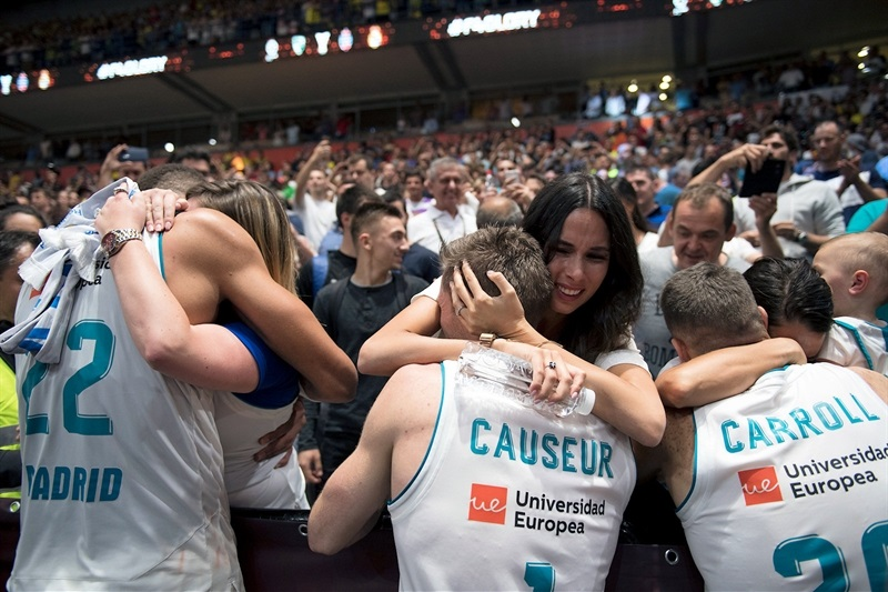 Madrid players celebrate with family and fans - Belgrade 2018 - EB17