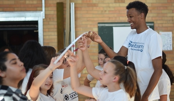 Olinde makes school visit to conclude Brose One Team season