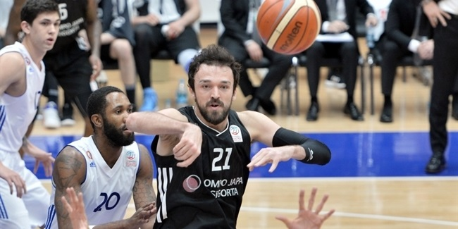 Efes adds frontcourt depth with Sanli