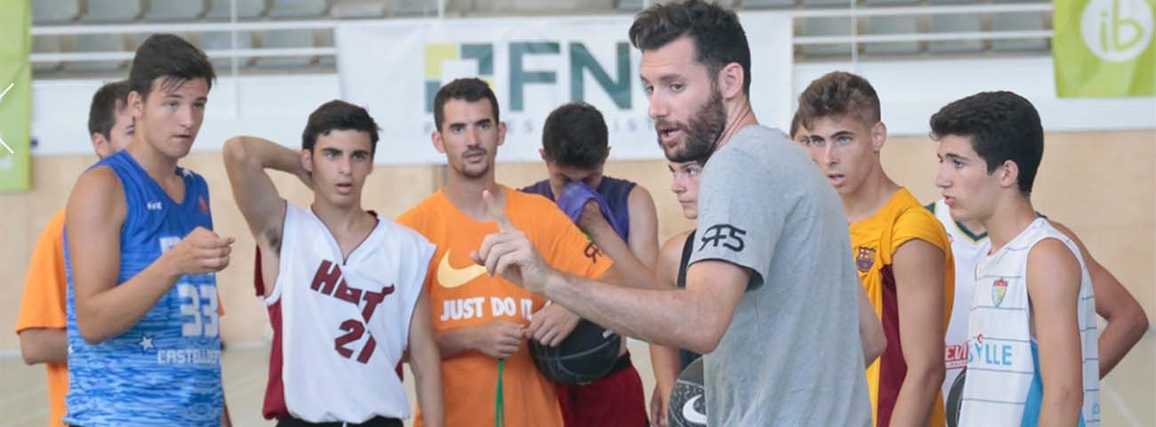 Basketball and fun by the beach with Rudy Fernandez
