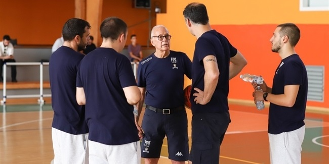 Coaching legend Brown, 77, prepares his European debut in Turin