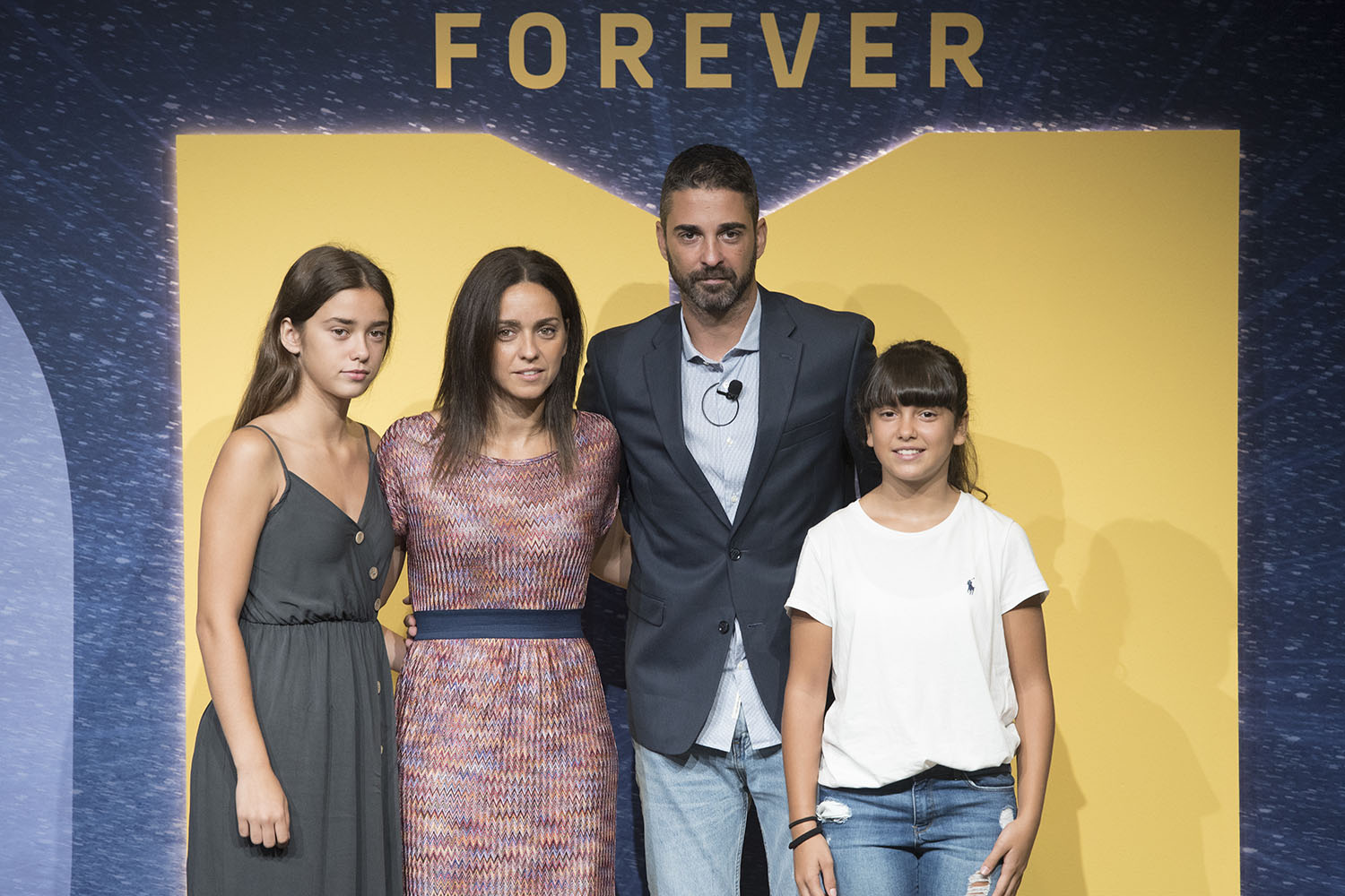 Juan Carlos Navarro with Family - FC Barcelona Lassa, number retired - EB18