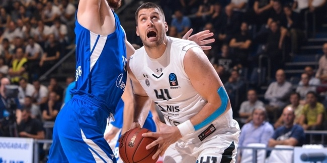 Lietkabelis signs Gagic at center