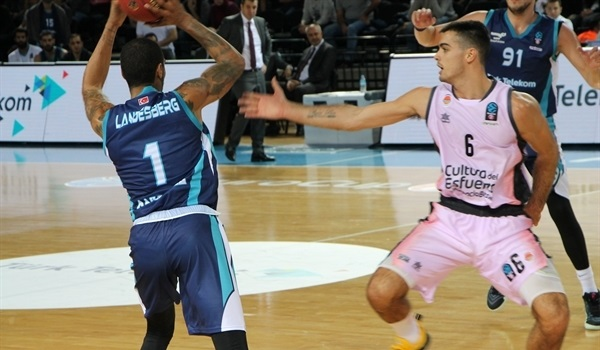 Big third quarter lifts Valencia in Ankara