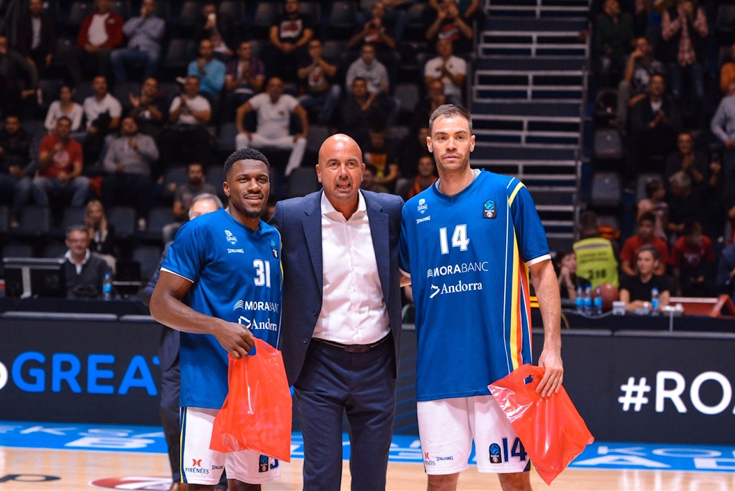 Oliver Stevic and Dylan Ennis of MoraBanc Andorra return Belgrade (photo Zvezda) - EC18