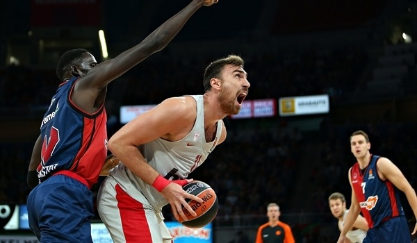 Milutinov leads Olympiacos over Baskonia in thriller