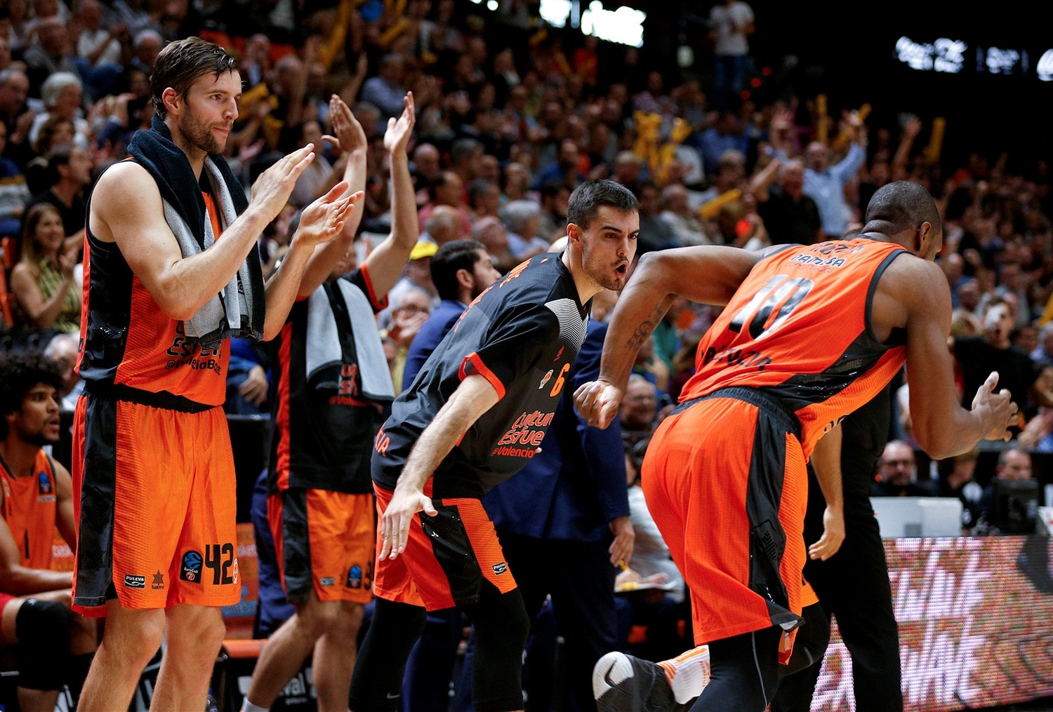 Valencia Basket celebrates (photo Valencia) - EC18
