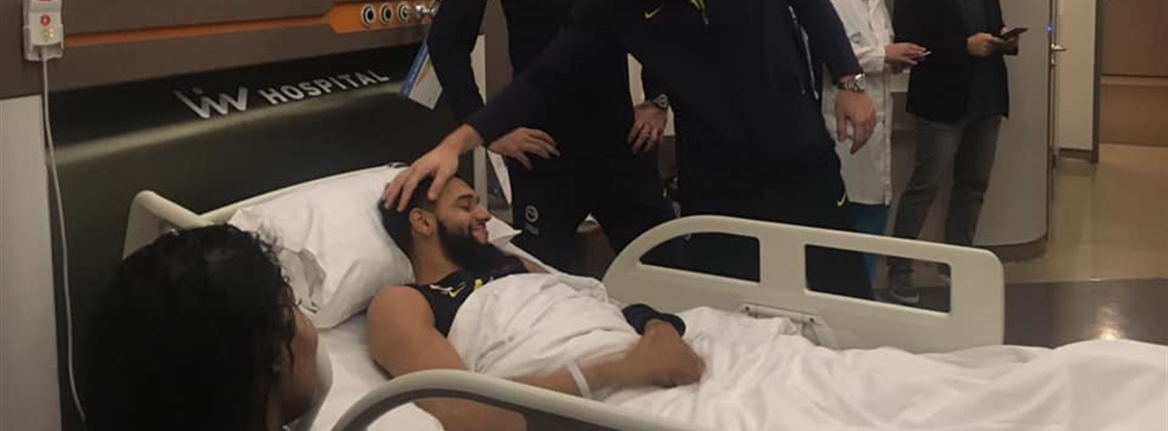 Fenerbahce guard Ennis suffers broken leg