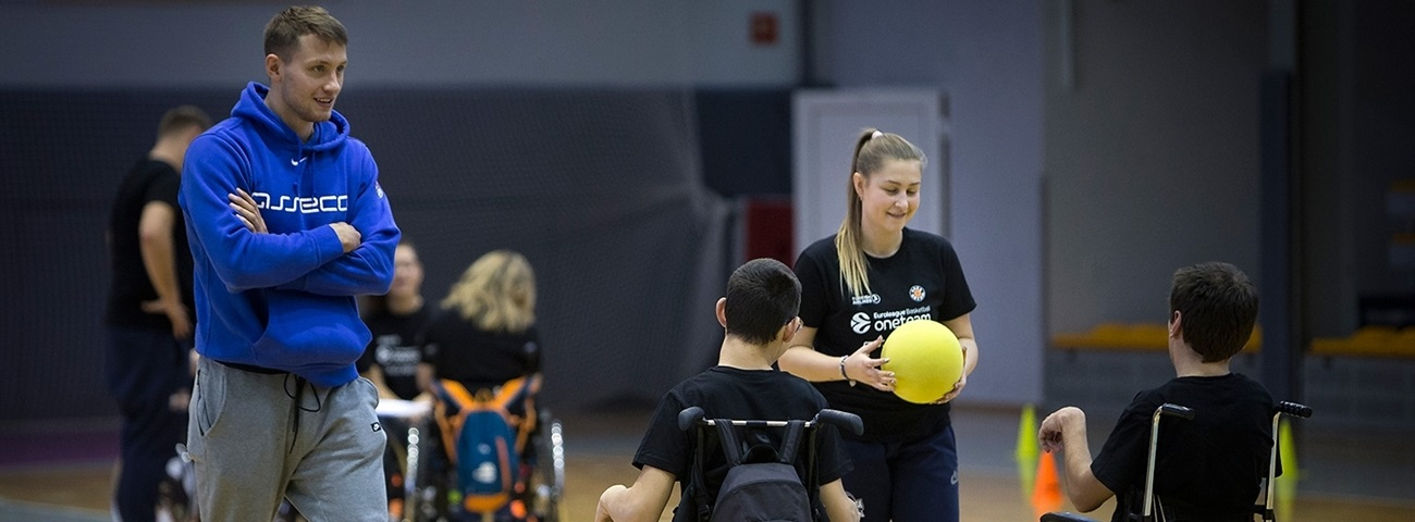 Young star Ponitka supports Arka One Team event