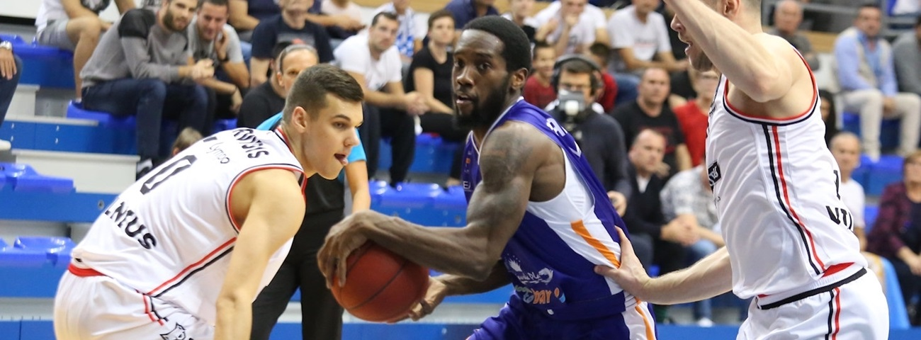 Baskonia pens combo-guard Carrington for two years