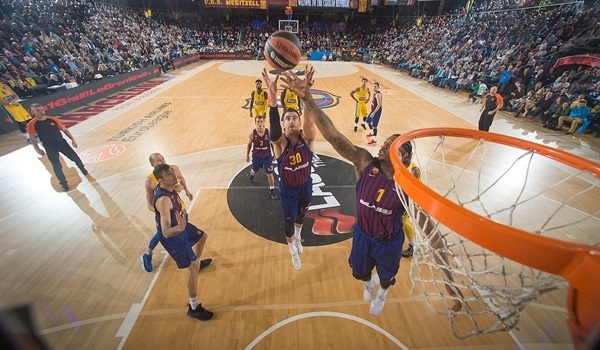 In-form Claver played key role in Barca win