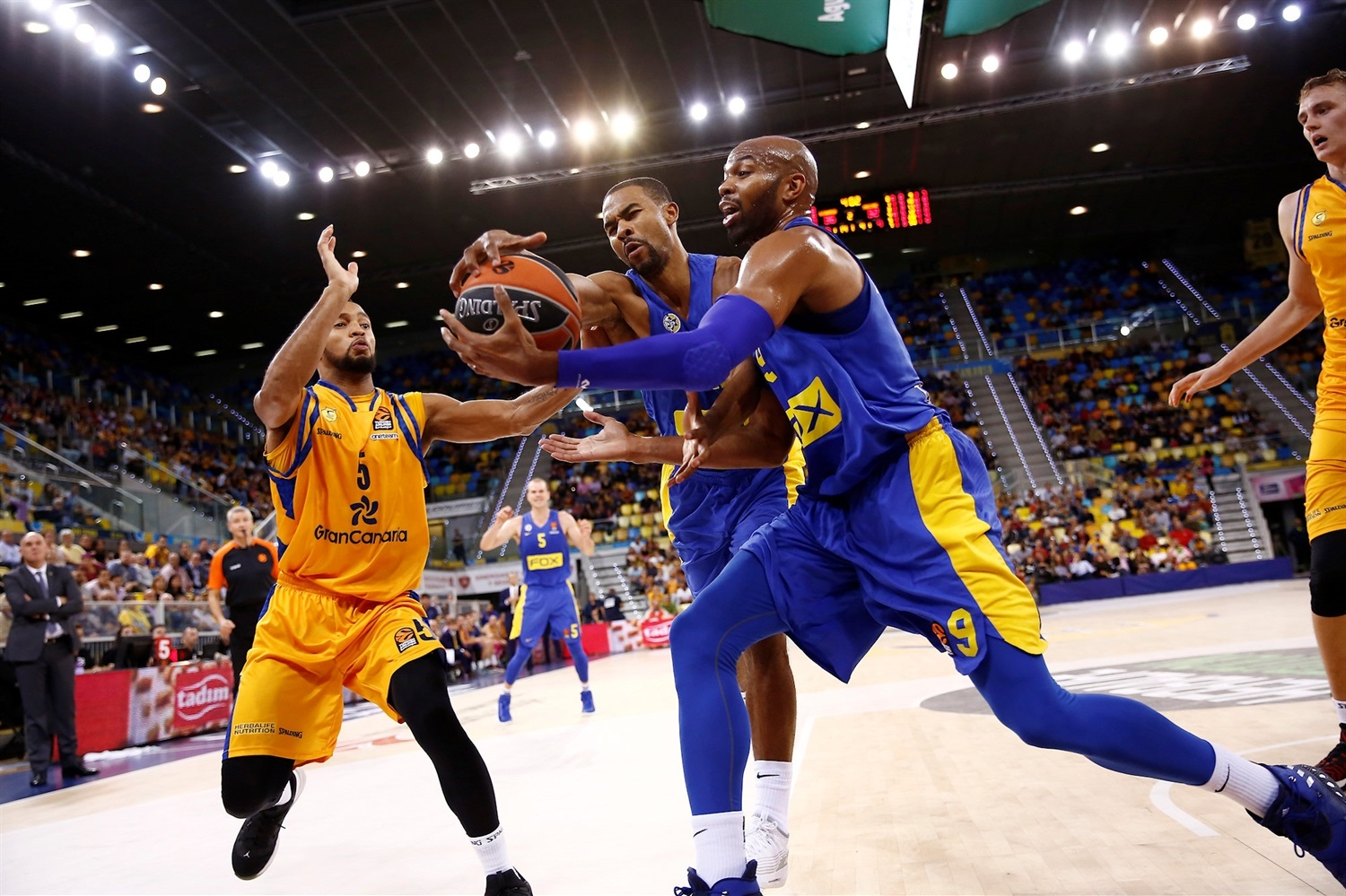 Ramon Sessions and Alex Tyus - Maccabi FOX Tel Aviv - EB18