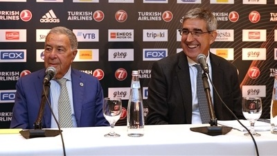 Bertomeu, Mizrahi meet media in Tel Aviv