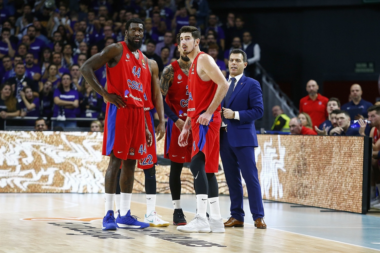 Dimitris Itoudis with players - CSKA Moscow - EB18