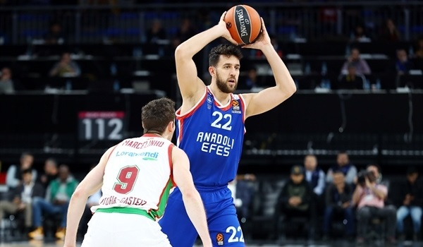 RS Round 10 report: Efes rolls Baskonia for fifth straight win