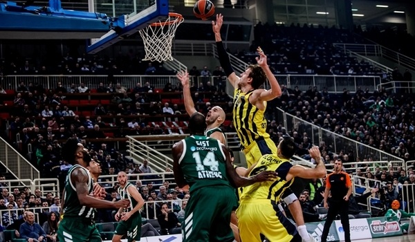 Fenerbahce gets rare regular season win in Athens
