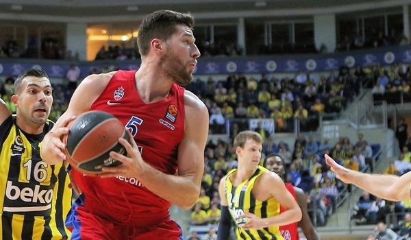 Efes picks up stretch forward Peters