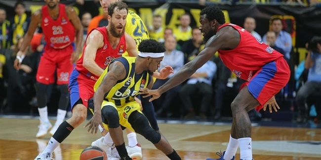 Fenerbahce owns rebounds in a playoffs-like showdown