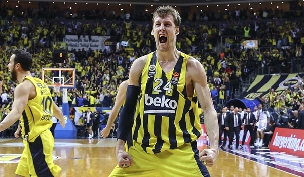 Vesely stays at Fenerbahce through 2022