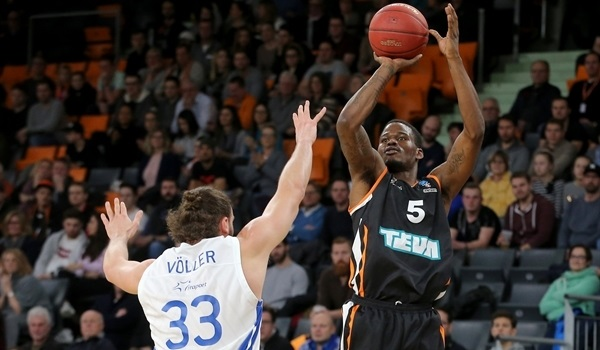 Top 16 Round 1: Ulm continues win streak, holds off depleted Skyliners