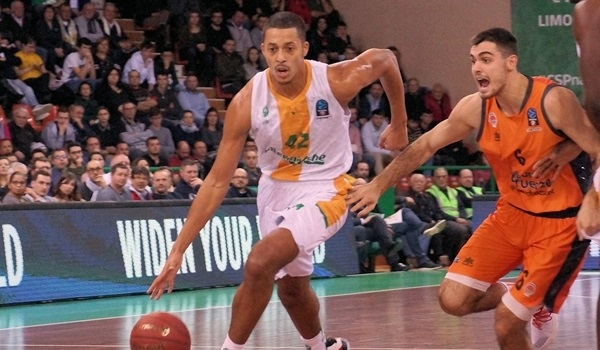 ASVEL signs sharpshooter Howard