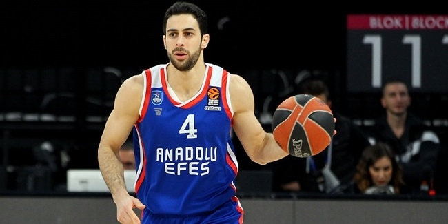 Efes extends team captain Balbay