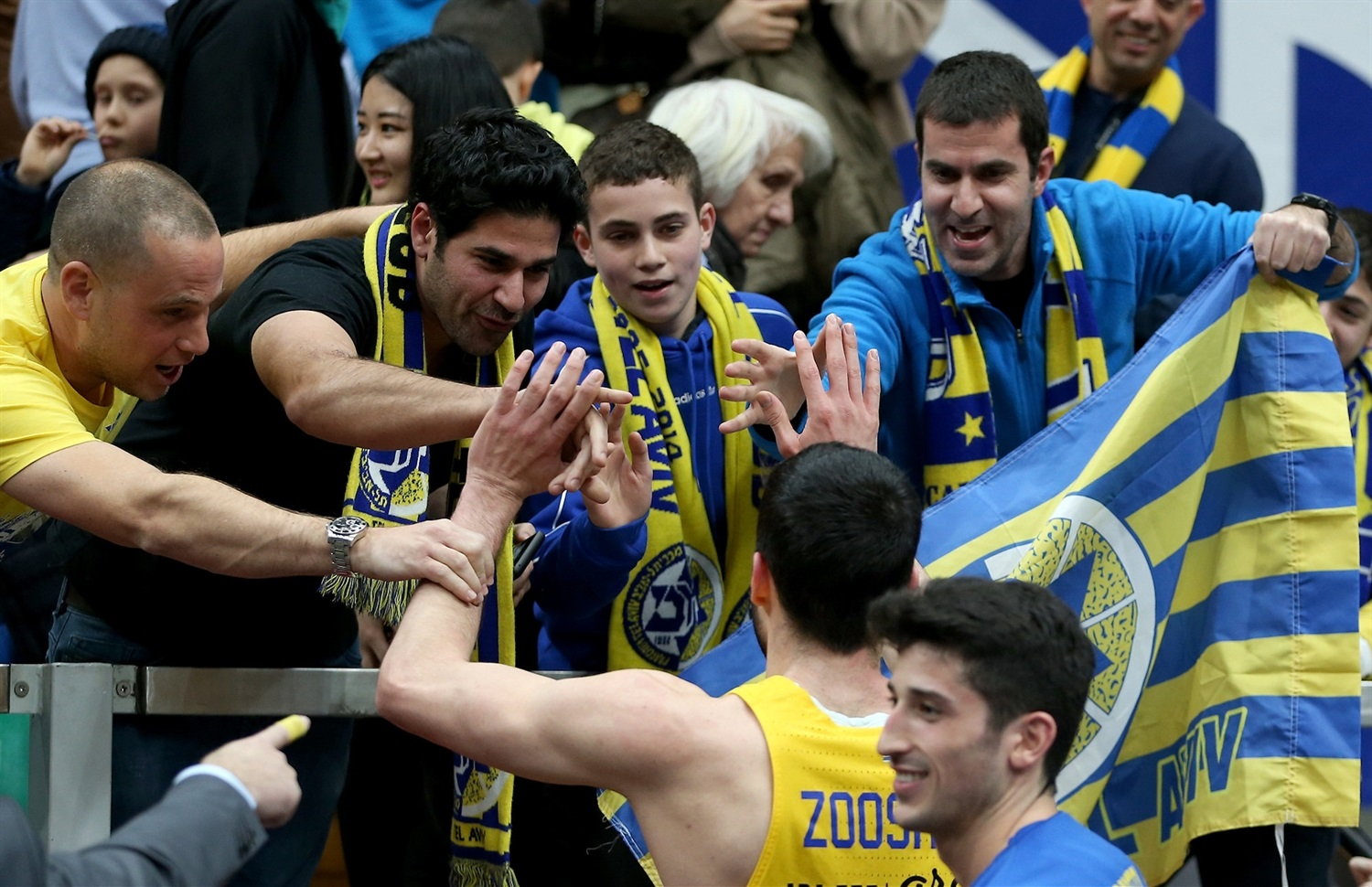 Yovel Zoosman celebrates with fans - Maccabi FOX Tel Aviv - EB18