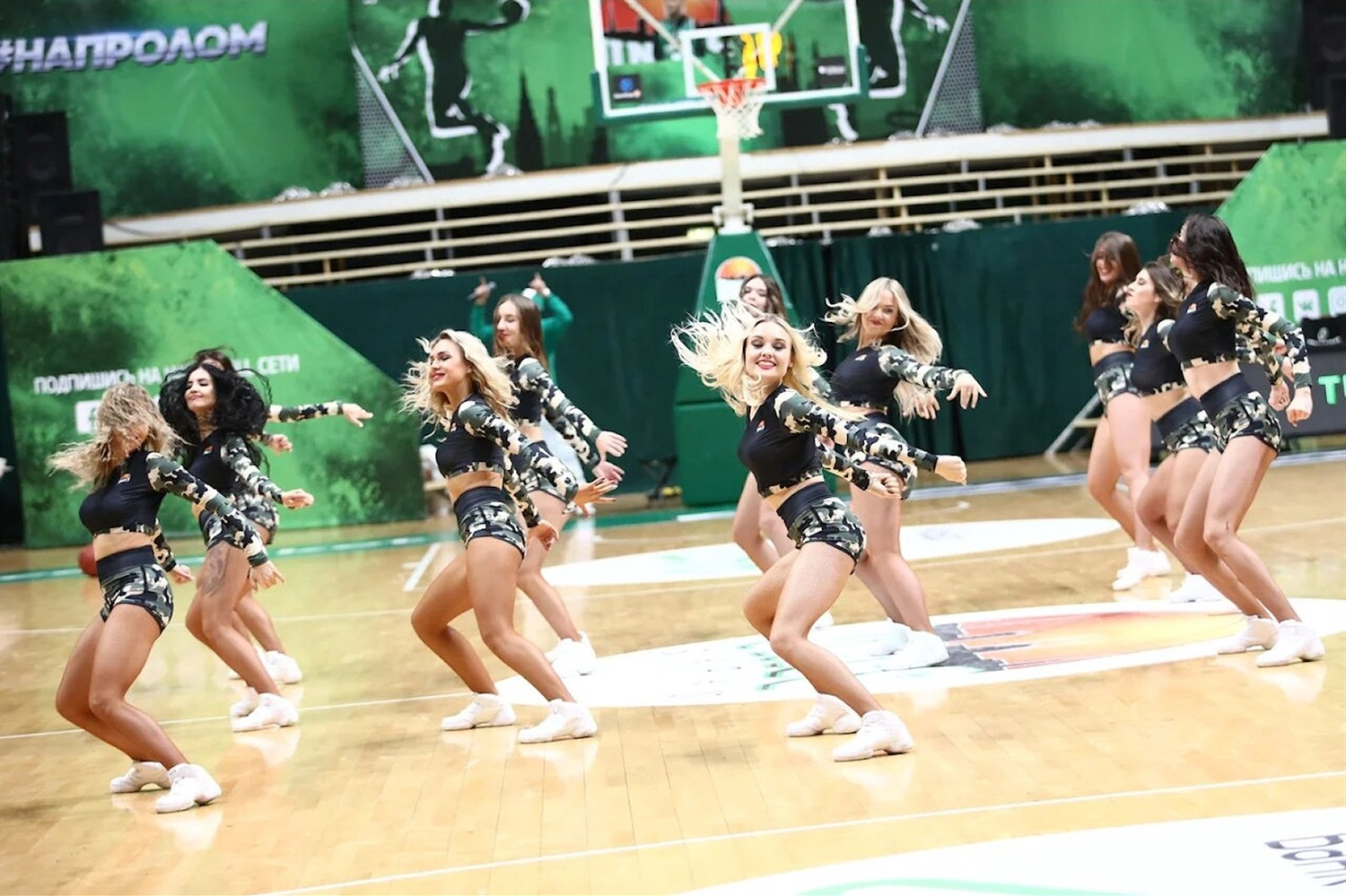 Cheerleaders - UNICS Kazan (photo UNICS) - EC18
