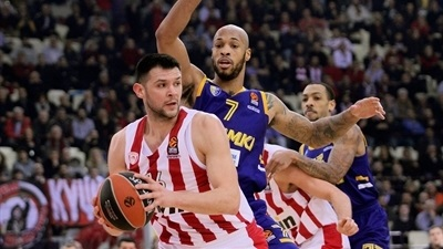 Defense lifts Olympiacos over Khimki
