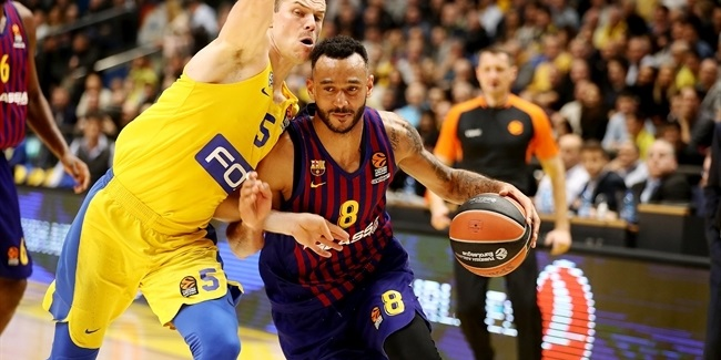 FC Barcelona extends high-flying swingman Hanga