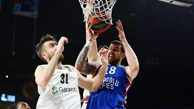 Moerman leads Efes to fourth straight win