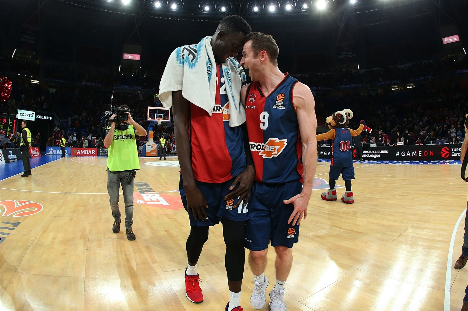 Diop and Huertas celebrates - KIROLBET Baskonia Vitoria-Gasteiz - EB18