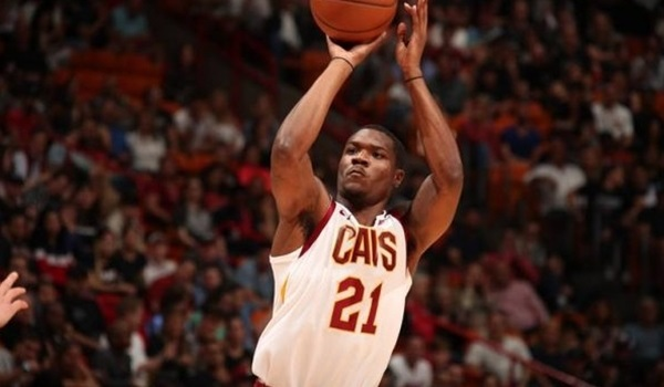 Baskonia adds Jones at forward