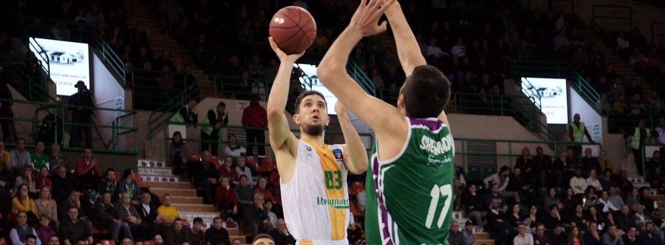 Unicaja signs Bouteille through 2022