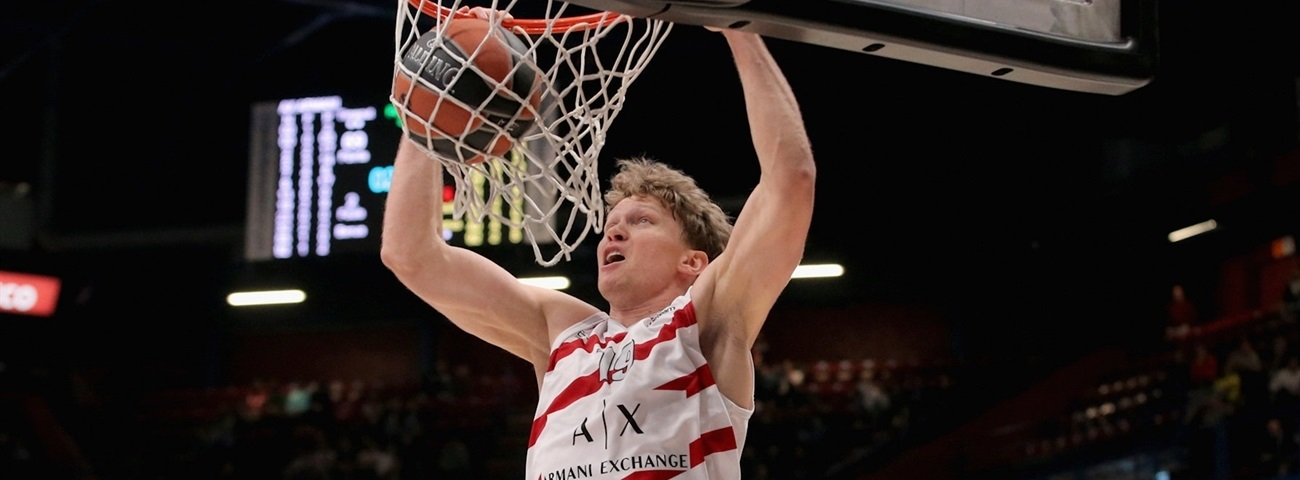 Reds ink Kuzminskas to multiyear deal