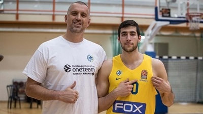Maccabi stars, present and past, step up for One Team