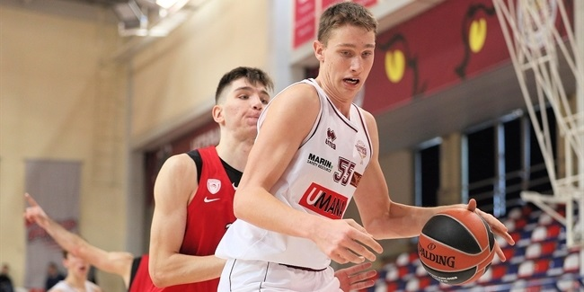 Reyer re-signs, promotes young center Possamai